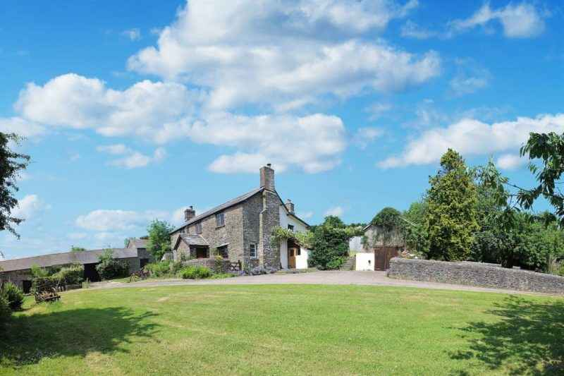 Lovely, south-facing detached 17th-century farmhouse is set in 1-acre of sheltered gardens | Boundstone Farmhouse, Littleham, near Bideford