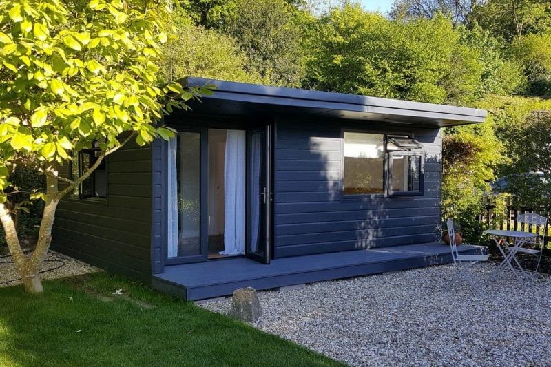 Charming cabin with shaded sitting out area | Little Ridge, Uplyme, near Lyme Regis