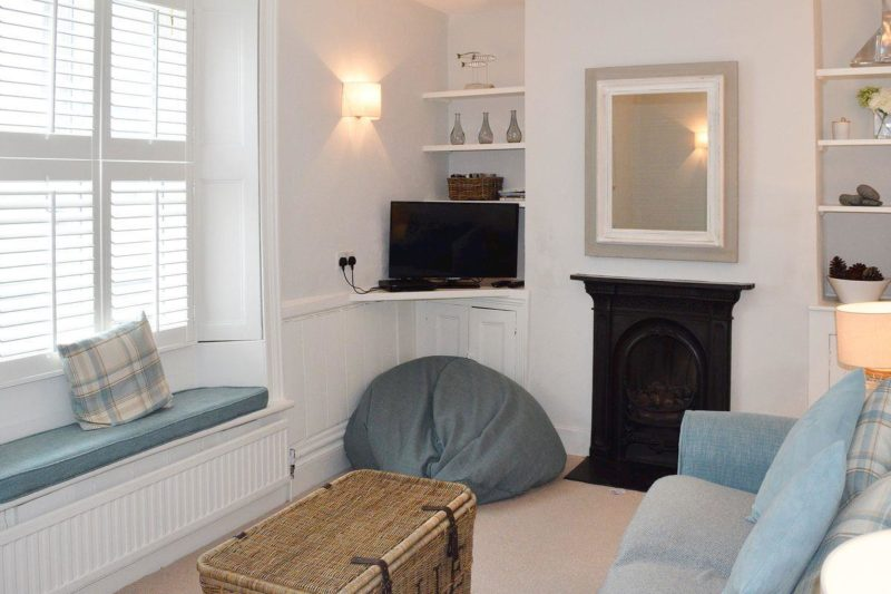 Quaint living room   4 Island Street, Salcombe