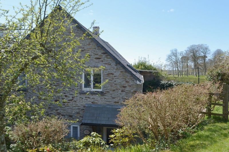 Secluded, sunny ground floor apartment in mature gardens and grounds | Coach House, Loddiswell, near Kingsbridge
