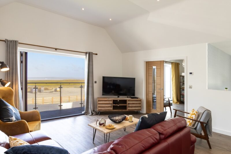 Relax in front of the TV with a good film(with distant sea views)