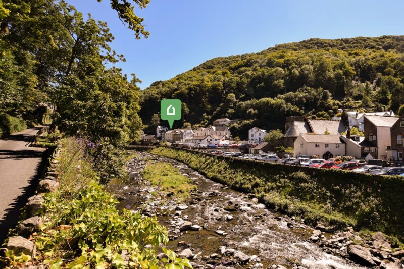 Set in a delightful position just a short stroll to Lynmouth