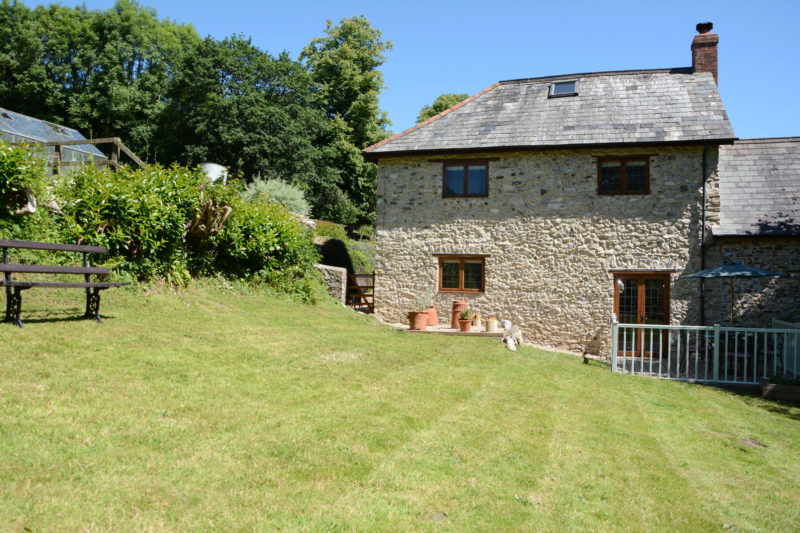 Burrow Hill Cottage enjoys a hidden away location with large private garden