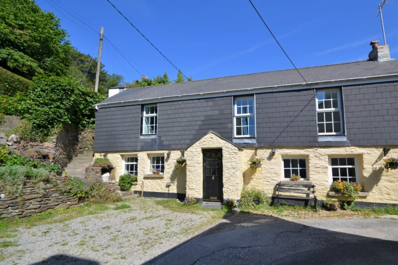 View towards the beautiful cottage with parking spaces at the front