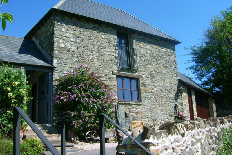 Yeomans Cottage exterior showing steps down to outdoor seating area
