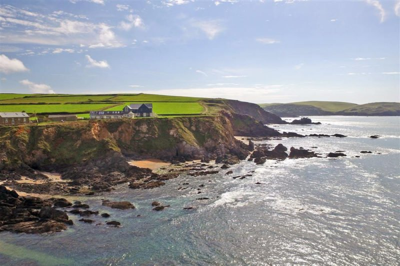 Seamark Cottages on the cliffs between Hope Cove and Thurlestone.