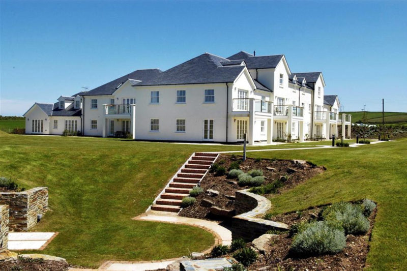 Thurlestone Beach Apartments showing the beautiful grounds and barbecue area
