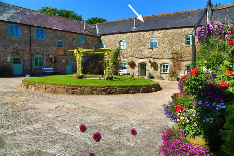 Welcome to Beeches, a spacious cottage in beautiful Buckland Court.