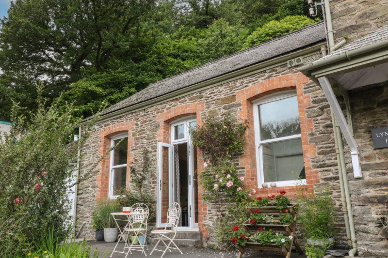 dog friendly cottages devon