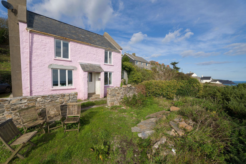 Welcome to this little pink cottage situated on the scenic cliffs of East Prawle.